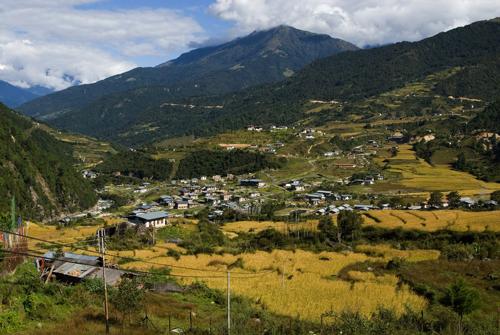 BHUTAN/ Eastern Bhutan 10/ 2006 Trashi Yangtse: view of the town and valley ©Josef Polleross